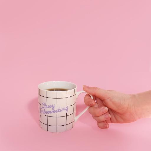 马克杯 手部 粉 咖啡 饮品