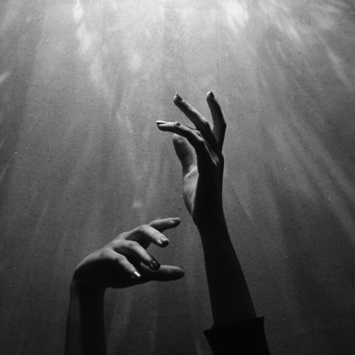 手部 黑白 手臂 举起