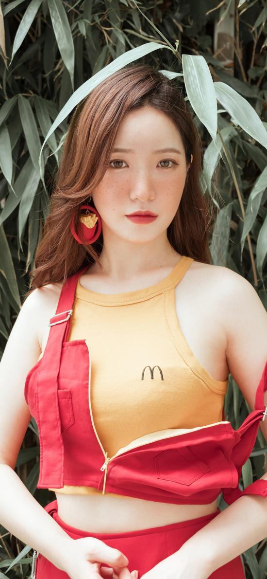 女孩 妆容 性感 麦当劳
