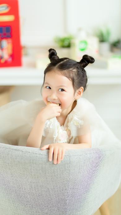 石雨鑫 小咪 小女孩 可爱 丸子头 吃
