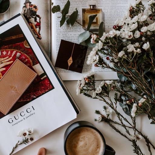 静物 鲜花 咖啡 Gucci 化妆品