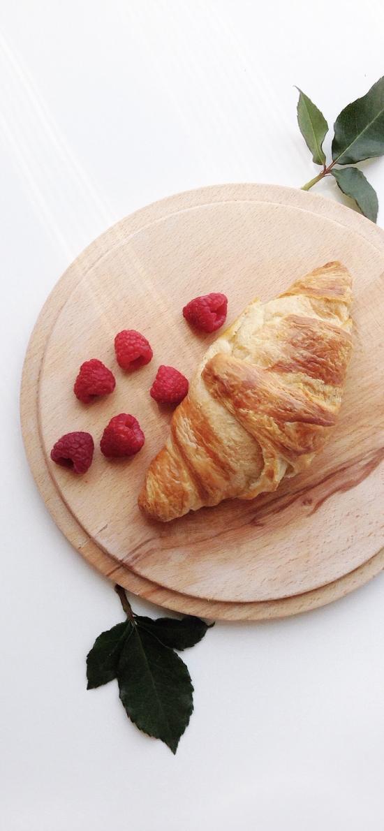 面包 可颂 蔓越莓 案板 羊角包