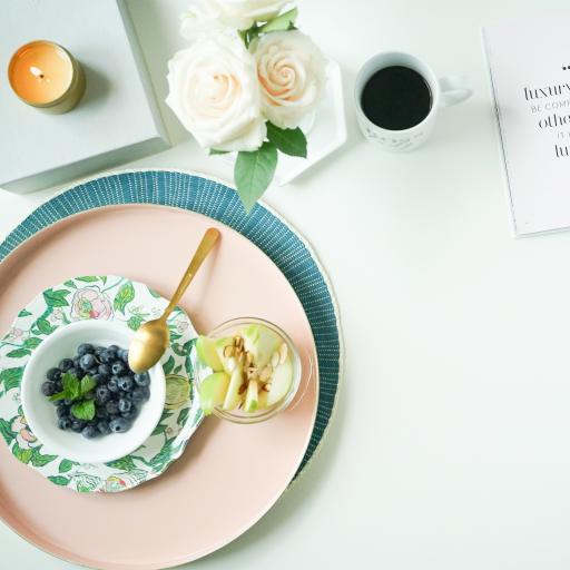 餐具 水果 蓝莓 玫瑰