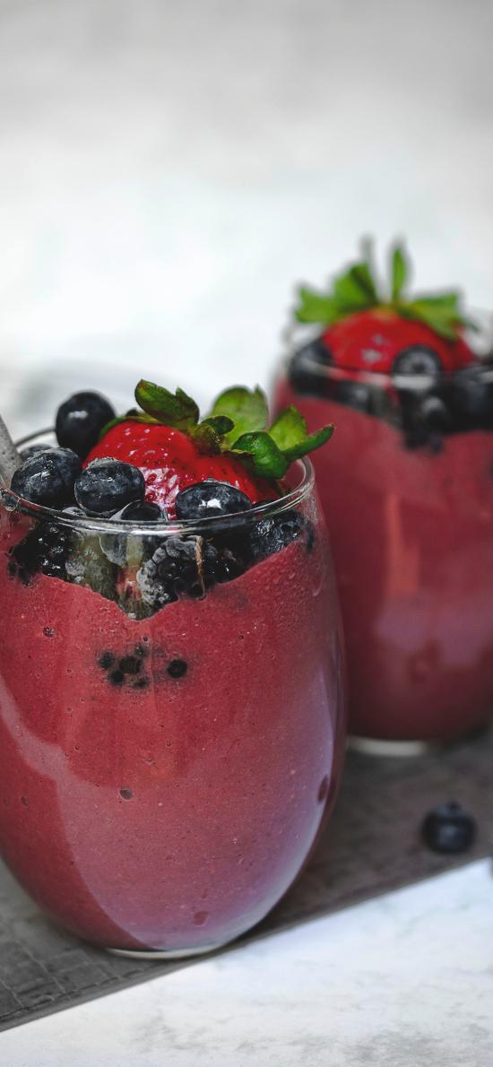 果汁 蓝莓 草莓 玻璃杯