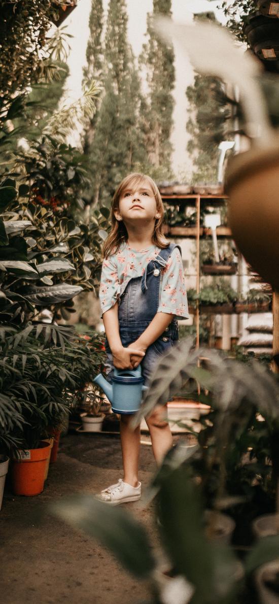 欧美 小女孩 盆栽 浇水