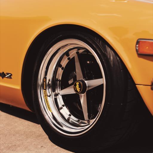 轮胎 车身 黄漆 车头 汽车