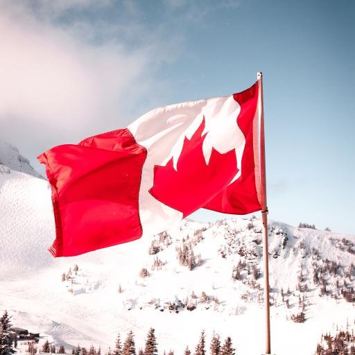 山峰 雪景 枫叶旗 加拿大旗帜 象征