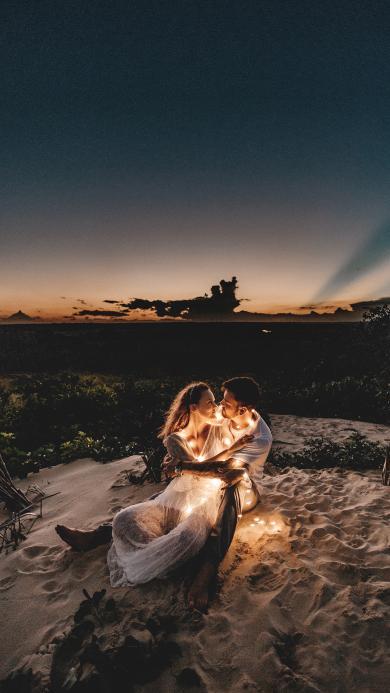 情侣 沙漠 彩灯 夜晚