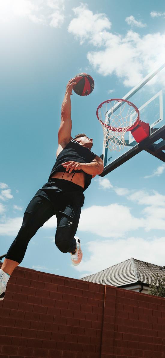 蓝天白云 男孩 扣篮 篮球