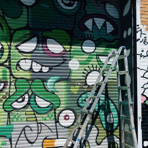 拉闸门 喷绘 潮流 艺术 绿色