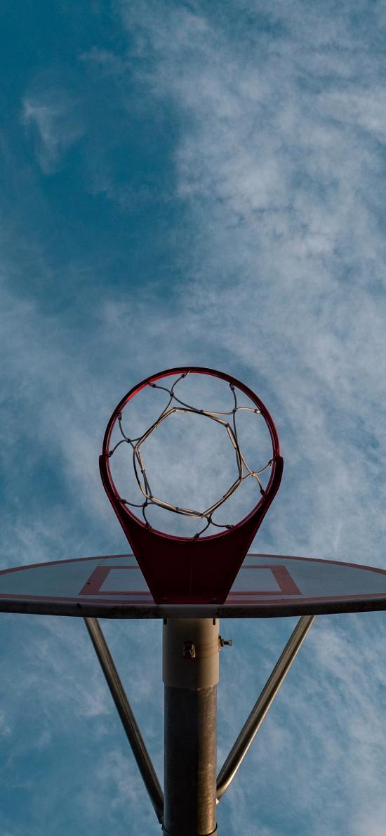 蓝天白云 篮球框 体育器材