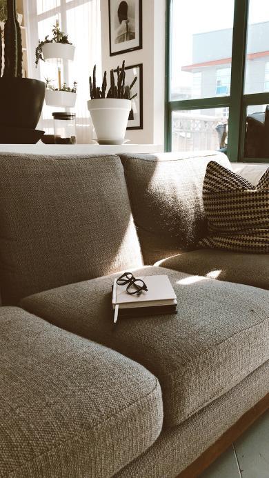 沙发 静物 笔记本 眼镜 阳光