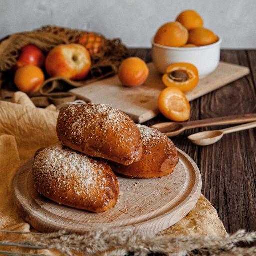 面包 烘烤 水果 案板