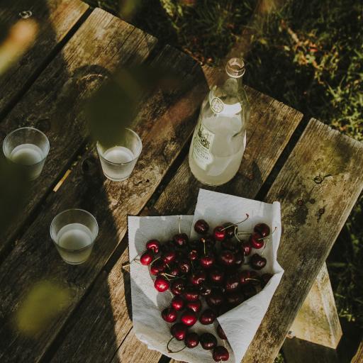 木桌 水果 樱桃 饮品