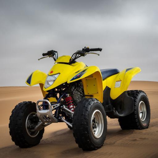 四驱车 沙漠 越野 赛车