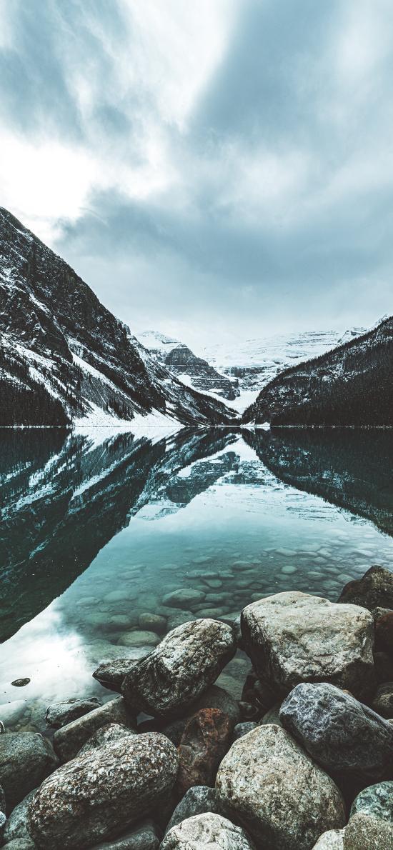 倒映 山水 水面 清澈 雪峰