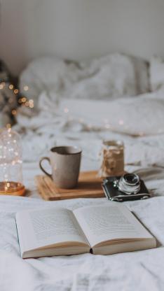 静物 书籍 床 相机