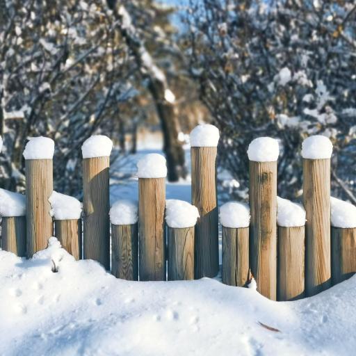 栅栏 木桩 雪季 堆积