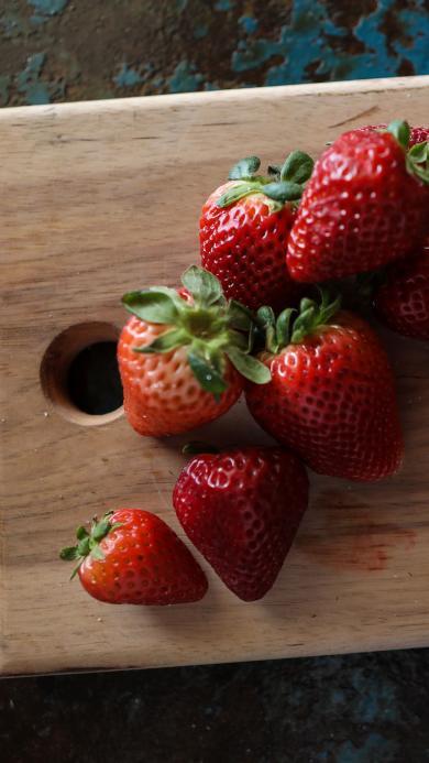 草莓 水果 新鲜 案板