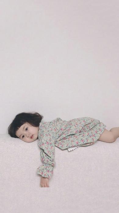 罗熙 小女孩 可爱 萌 儿童 趴着