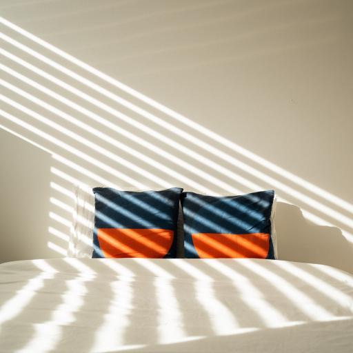 床 卧室 枕头 阳光