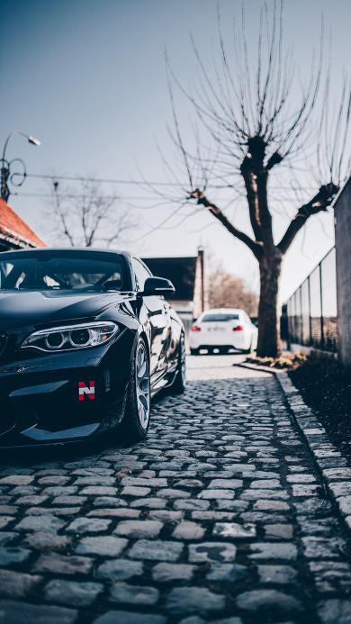汽车 轿车 石砖路