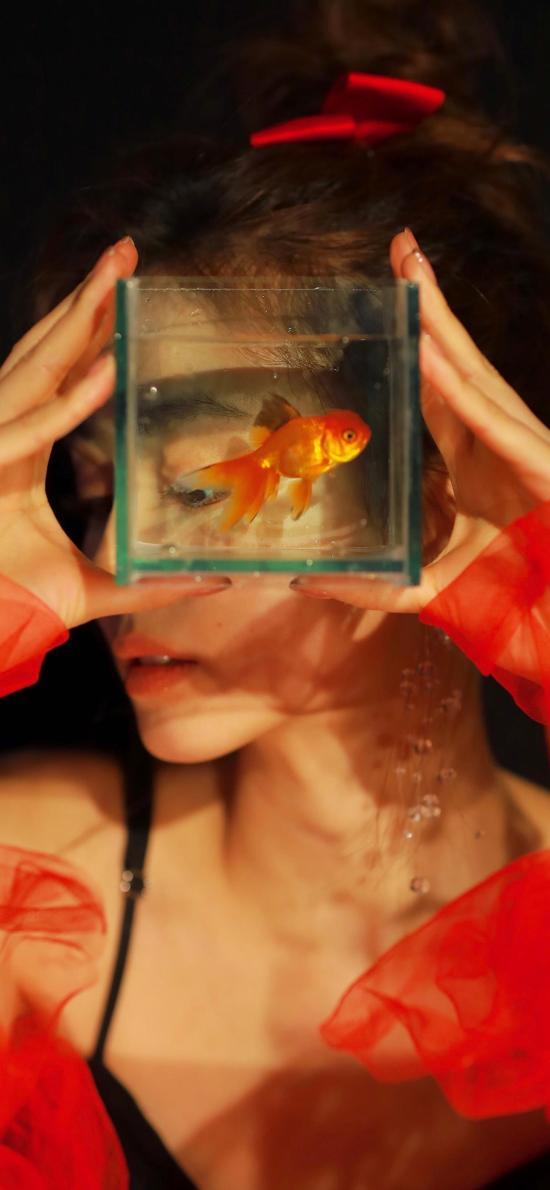 女孩 寫真 浴缸 金魚