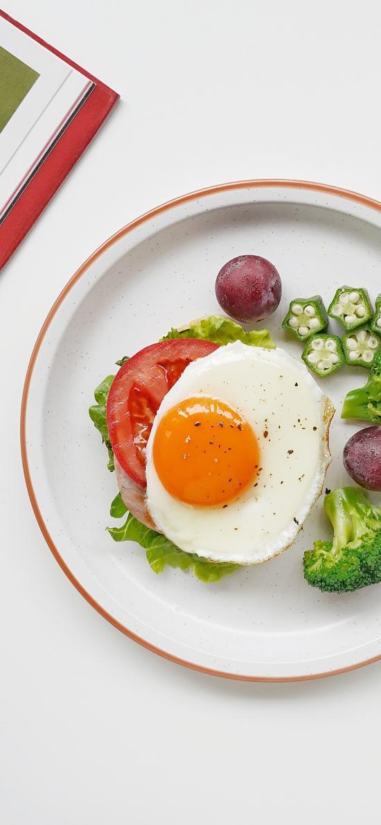 餐食 西兰花 秋葵 煎蛋 荷包蛋 健康