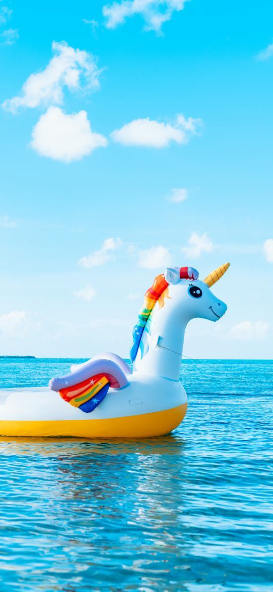 游泳圈 天空 蔚蓝 大海