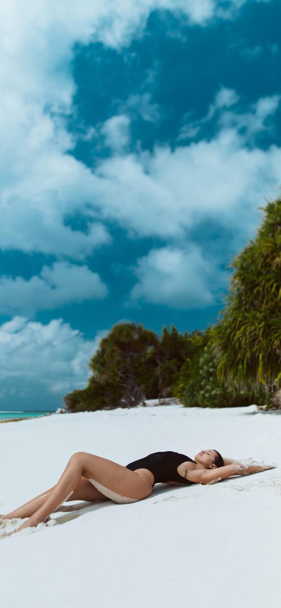 欧美美女 写真 沙滩 蓝天