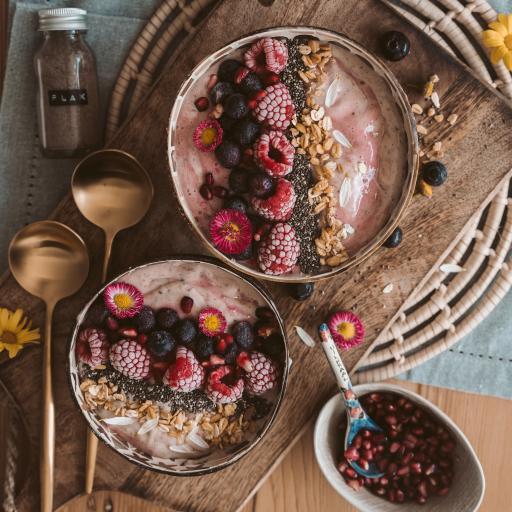甜品 莓果 燕麥 石榴粒
