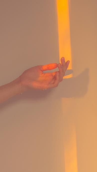 手 水滴 光 影子