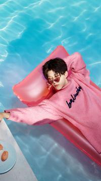 范丞丞 歌手 偶像 明星 泳池