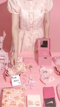 色系 粉色 静物 人民币 发卡(取自微博:尼脑子瓦特啦)