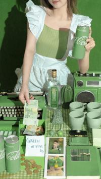 静物 水杯 绿色系 可乐(取自微博:尼脑子瓦特啦)