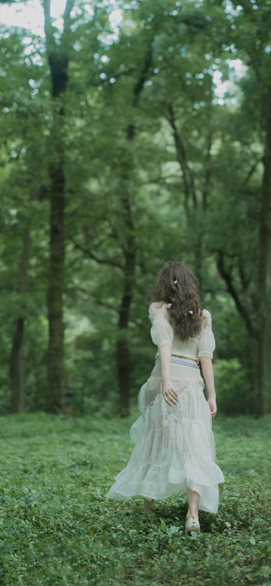 背影 綠色 女孩 森林 森系