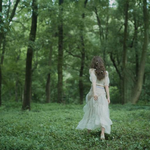 背影 绿色 女孩 森林 森系