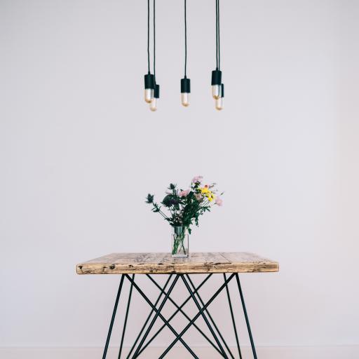 家居 设计 吊灯 餐桌 插花
