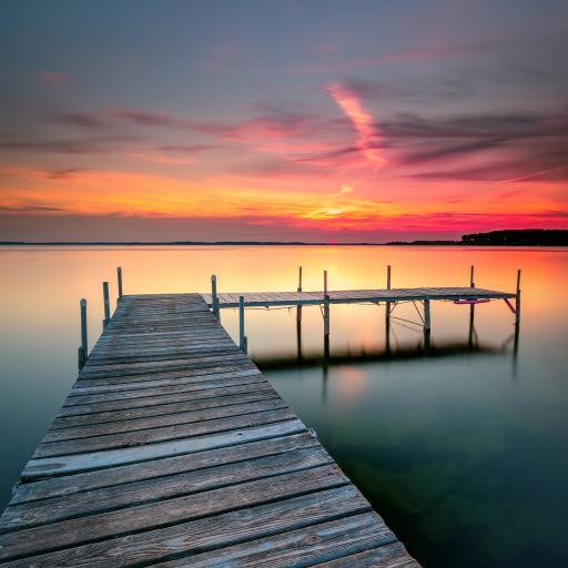 夕阳 湖岸 彩霞 水面