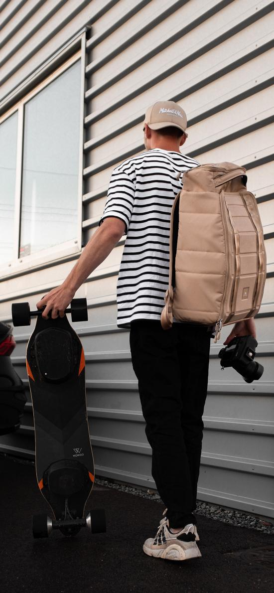 滑板 運動 男孩 背影 背包 相機
