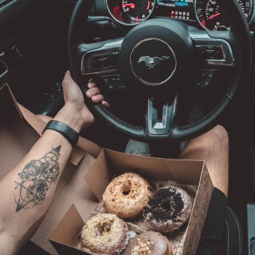 野马 方向盘 甜甜圈 驾驶位 甜品 纹身