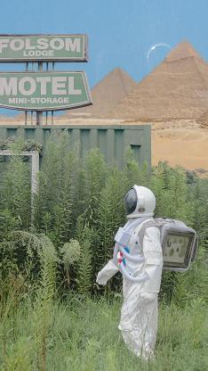 宇航员 草丛 绿色 金字塔 @名侦探牛奶喵