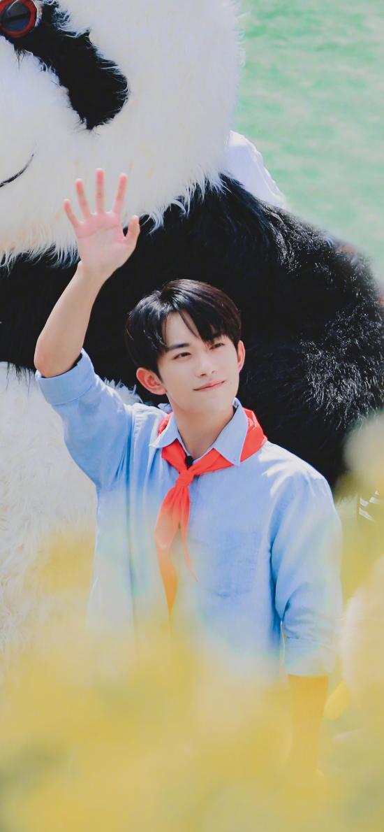 易烊千玺 tfboys 歌手 演员 偶像 红领巾