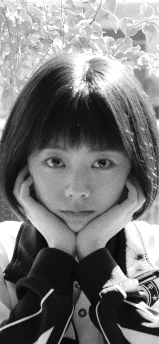 以家人之名 电视剧 剧照 李尖尖 谭松韵 黑白照