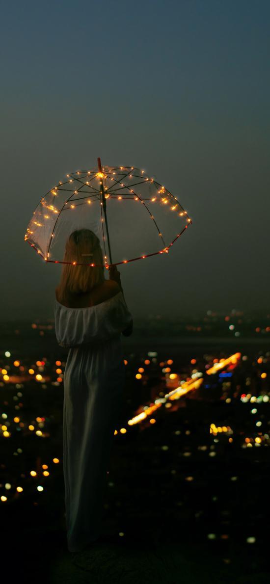 城市 夜景 女孩 背影 伞 灯饰