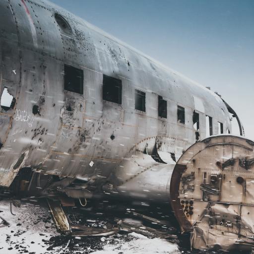 飞机 航空 雪地 破损 破旧