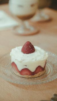 蛋糕 甜品 水果 草莓 奶油