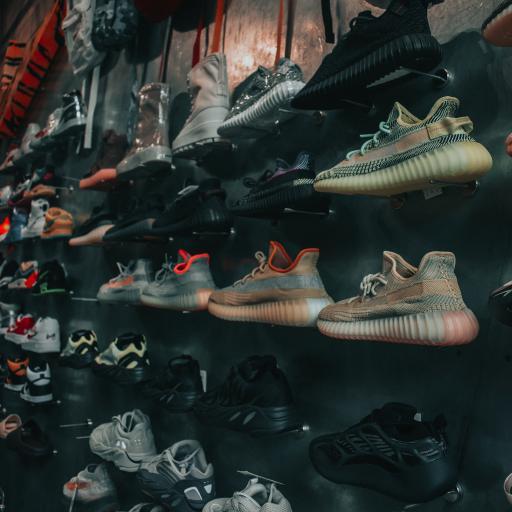 球鞋 运动鞋 椰子鞋 商品 货架