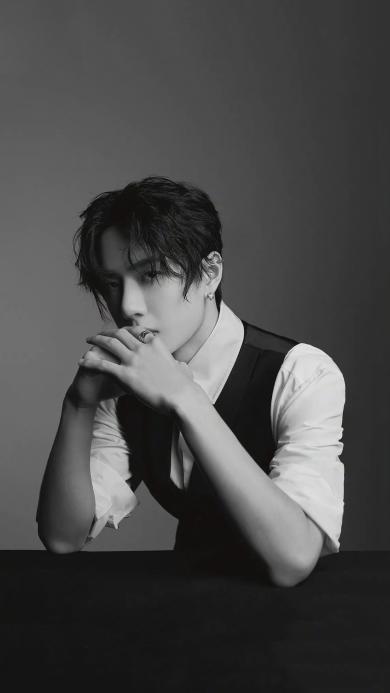 王一博 歌手 演员 明星 艺人 黑白
