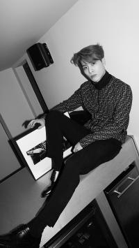 王嘉尔 歌手 偶像 明星 GOT7 黑白